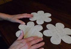 Eenvoudige doe Ambachten | Stof Bloemen | DIY Projecten en ambacht door doe-JOY op http://diyjoy.com/how-to-make-burlap-roses-tutorial