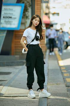Korean Fashion Styles, Korean Outfit Street Styles, Korean Girl Fashion, Korea Fashion, Korean Outfits, Korea Street Style, Korean Fashion Summer Street Styles, Korean Ootd, Korean Style
