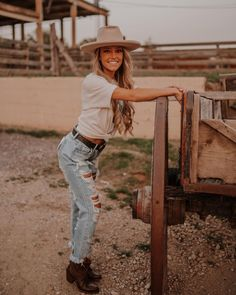 Lucchese (@lucchese) • Instagram photos and videos Women's Booties, Short Boots, Cowboy Hats, Booty, Photo And Video, Videos, Photos, Instagram, Style
