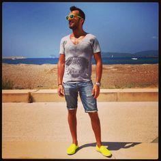 #vista #lungo_mare #alghero #lido #foto #photo #mare #sea #cielo #sky #colori #colors #sole #espadrillas #prada #giallo #sunglasses #oakley #t-shirt   #philipp_plein @philipp_plein_official #summer #vacanze #it #italy #italia #sardinia #sardegna #instaplace #instagood #instaplaceapp #instaweather ☀⚓