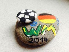 Fußball - Fußball WM 2014 bemalter Stein Fanartikel - ein Designerstück von stonemagic bei DaWanda