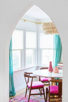 Three Steps to Picking The Perfect Blinds for Your House | studiodiy.com Blinds For You, Blinds For Windows, Window Blinds, Honeycomb Shades, Cellular Shades, Dining Room Colors, Window Coverings, Fixer Upper, House Colors