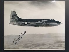 Catawiki Online-Auktionshaus: Original signed Photo by Albert Scott Crossfield US Test Pilot shwoing its Bell X-1A plane in flight