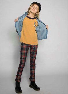 Kijk deze fashionista eens stralen! #street #called #madison #geel #trend #kindermode #girlslook #meisjes #fashionista Baby Overall, Trends, Unisex, Outfit, Yellow, Winter, Shirts, Fashion, Grey Yellow