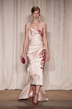 Marchesa at New York Fashion Week Fall 2013 - Runway Photos Beautiful Gowns, Beautiful Outfits, Satin Duchesse, Costura Fashion, Embellished Gown, Fashion Articles, Glamour, Dress To Impress, Runway Fashion