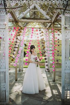 Flower Walls on itsabrideslife.com #wedding #weddingflowers #flowerbackdrop #weddingdecor #hangingflowers #flowers