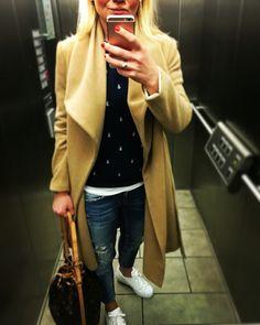 Hi, heute mal ein Fahrstuhlselfie  #fbg @fashionblogfbg https://fashionblog-germany.com  #fashionblog #fashionblogger #modeblog #modeblogger #beautyblog #beautyblogger #hannover #germany #deutschland #reiseblog #fbg #louisvuitton #zara #Mango #michealkors #iphonesia #adidassuperstar #tiffany #pullandbear #happygirl #arbeit #meet #hundm #nagellack #nice #selfie