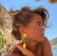 Got the earrings from a small stand at the side of the road in Positano after loosing the ones I got from an angel Aesthetic Hair, Summer Aesthetic, My Hairstyle, Pretty Hairstyles, Straight Hairstyles, Girl Hairstyles, Hair Inspo, Hair Inspiration, Fashion Inspiration