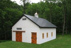 pole barn I want. a good option for lab, center large main door add transoms to ends of building and roof ventilation such as skylights Lancaster, Pole Buildings, Custom Garages, Barn Living, Pole Barn Homes, Barn Plans, Garage House, Metal Homes, Horse Barns