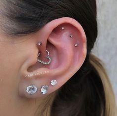Daith Piercing, Smiley Piercing, Body Piercings, Piercing Tattoo, Tragus Stud, Piercings Ideas, Triple Forward Helix Piercing, Snake Eyes Piercing, Cartilage Earrings