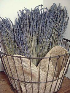 Basket of dried lavender with jute. Wire Basket Decor, Large Wire Basket, Wire Egg Basket, Basket Decoration, Wire Baskets, Rustic Decor, Farmhouse Decor, Farmhouse Style, Color Lavanda