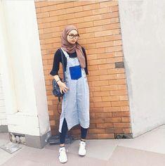 Casual Hijab Outfit, Ootd Hijab, Street Hijab Fashion, Fashion Outfits, Women's Fashion, Modest Fashion, Fashion Design, Overalls Outfit, Smart Outfit