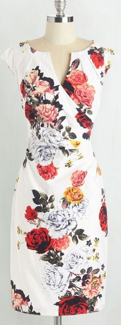 Such a beautiful floral dress for spring! Looks nursing friendly to me! Pretty Outfits, Pretty Dresses, Beautiful Dresses, Cute Outfits, Dress Me Up, Dress Skirt, Bodycon Dress, Jw Mode, Mode Lookbook