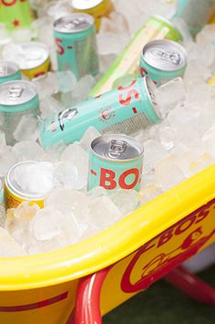 At BOS we believe that healthy should be fun. That's why we make refreshing ice tea with organic rooibos and natural fruit flavours. Sports Drink, Iced Tea, Energy Drinks, Drink Bottles, Ice T, Sweet Tea