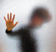 Meldpunt kindermishandeling: De Inspectie Jeugdzorg heeft vernietigende kritiek op Veilig Thuis, een fusie van twee meldpunten.