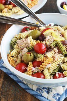 Salade de pâtes au thon facile, vinaigrette aux herbes via @lacculinaire