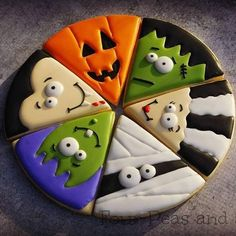 Halloween sugar cookies for 2019 that'll cast a spooky spell on you - Hike n Dip Make your Halloween special by baking some Halloween Cookies. Here are the best Halloween Sugar cookies ideas and royal icing decorations for your inspo. Halloween Desserts, Halloween Torte, Halloween Cookies Decorated, Halloween Sugar Cookies, Halloween Party Snacks, Fete Halloween, Decorated Cookies, Halloween Biscuits, Halloween Pizza