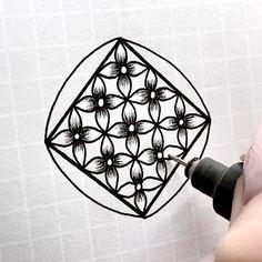 Doodle Art Drawing, Zentangle Drawings, Mandala Drawing, Zentangles, Doodle Art Designs, Doodle Patterns, Zentangle Patterns, Art Drawings Sketches Simple, Easy Drawings