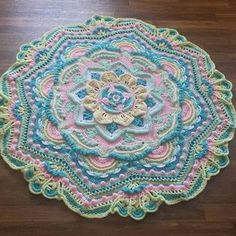 Mandala Madness pattern by Helen Shrimpton This is my official page for the Mandala Madness CAL which will start on Thursday March Crochet Mandala Pattern, Crochet Motifs, Crochet Circles, Crochet Square Patterns, Crochet Blocks, Crochet Stitches Patterns, Crochet Round, Crochet Squares, Crochet Designs