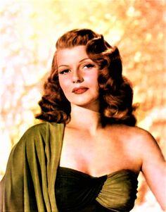 A Dark Autumn may have similar coloring & traits Rita Hayworth Old Hollywood Stars, Hollywood Icons, Old Hollywood Glamour, Hollywood Actor, Vintage Hollywood, Hollywood Actresses, Classic Hollywood, Hollywood Divas, Sainte Rita