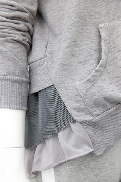 Ruffled hoodie, grey, details