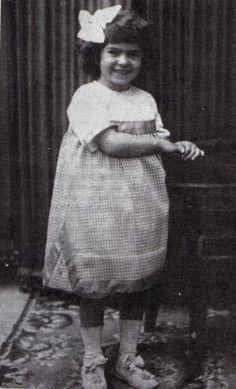 Frida Kahlo   http://celebrity-childhood-photos.tumblr.com/