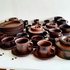 Arabia of Finland tea set. Vintage Pottery, Vintage Ceramic, Scandinavia Design, Scandinavian Kitchen, Wabi Sabi, Kitchen Stuff, Vintage Kitchen, Tea Set, Cup And Saucer