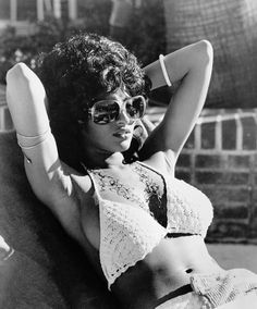 Pam Grier, loungin'... #backintheday #vintagebeauty Chloe Grace Moretz, Grace Kelly, Vintage Black Glamour, Vintage Beauty, Carolina Do Norte, Divas, 3d Foto, Looks Party, Meagan Good