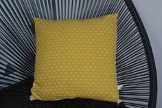 Housse de coussin tissu japonais jaune moutarde et verso écru : Textiles et tapis par june-boutik