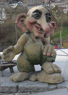 noruega | Troll statue at Voss railway station near Bergen, Norway