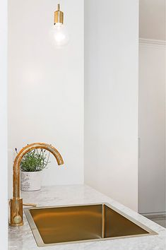 A chic 42 spm apartment in Sweden   My Paradissi Interior Design Inspiration, Home Decor Inspiration, Dream Bathrooms, Kitchen Interior, Decoration, Home Kitchens, Kitchen Remodel, Living Room Decor, House Design