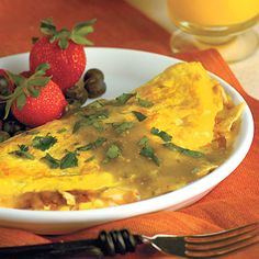 Learn how to make Huevos Rancheros Omelets. MyRecipes has tested recipes and videos to help you be a better cook. Onion Recipes, Gf Recipes, Brunch Recipes, Cooking Recipes, Healthy Recipes, Paleo Ideas, Healthy Omelette, Breakfast Omelette, Breakfast Bites