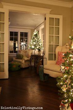 Glowing Christmas Tr