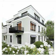 70 most popular dream house exterior design ideas 2 Dream House Exterior, Exterior House Colors, Exterior Design, Building A New Home, Building Exterior, Balcon Grill, White Siding, Balkon Design, Small Outdoor Spaces