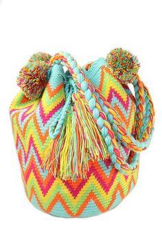 """Эксклюзивные поставки сумок Мочила сделанные коренными женщинами племени Wayuu из Ла Гуахиры, Колумбия. 100 % ручная работа и 100%аутентичность.  Без посредников!  Материалы: Хлопок. Тип: Наплечные сумки ручной работы.  Милые, дорогие девушки!!!  Хотите выделяться из толпы???  Устали от """"серых"""" будней?? ❤Расскрасьте свою жизнь яркими красками «Будьте разной, будьте уникальной, будьте ВАЙУУ!!!☀☀"""