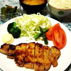 昨日の夜、特製味噌に一日漬けて焼いたからバリうまーごはんに合うー - 49件のもぐもぐ - 豚ロースの味噌漬け、オクラの胡麻和え、白菜のお味噌汁 by Maricoskitchen
