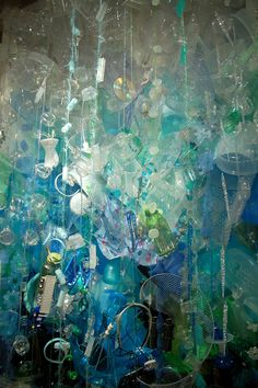 Ocean waste builds up. This artist reveals out there.Ocean plastic is piling up. Barry Rosenthal shows his sizeSave the ocean.Save the ocean. Litter In The Ocean, Art From Recycled Materials, Plastic Art, Plastic Recycling, Ocean Pollution, Trash Art, Expressive Art, Environmental Art, Ocean Art