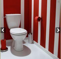 Des rayures rouges et blanches pour la peinture murale des toilettes