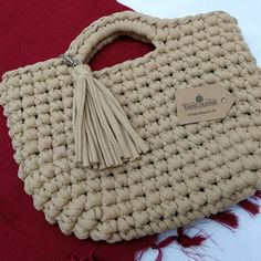 No photo description available. Crochet Pouch, Crochet Wool, Crochet Purses, Crochet Waffle Stitch, Crochet Shoulder Bags, Crochet Market Bag, Diy Bags Purses, Tote Bags Handmade, Crochet Videos