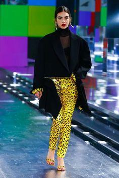Mode Rihanna, Rihanna Style, Big Fashion, Runway Fashion, Fashion Looks, Fashion Women, Fashion Trends, Boucle Jacket, Milano Fashion Week