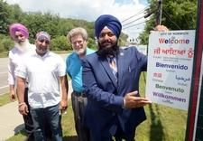 "New signs in Norwich say everyone welcome - ""These are small steps to embrace our diversity. And now the city also has something to say, that everybody's welcome."" Read more: http://www.norwichbulletin.com/news/20170620/new-signs-in-norwich-say-everyone-welcome #CT #NorwichCT #Connecticut #Diversity #Welcome #Signs"