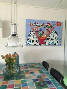 Veelzijdig kleurrijk kunstenares Mir/ Mirthe Kolkman waaronder koeienschilderes. Koe kleurrijke koe koeienkunst kleurrijk kunstwerk koe in de wei hollandse koe gezellige vrolijke koe koeienkop cows from holland cowpainting koeienschilderij koeien schilderen dierenschilderij   hartjes grappige koeien dutch cows cowartist kunst art