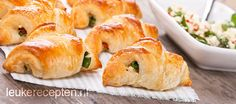 mini croissants met spinazie Tapas, Yummy Snacks, Yummy Food, High Tea Food, Baking Bad, Sandwiches, Oven Dishes, Pizza, Mini Foods
