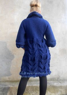 Пальто вязаное с косами. Магазин Мастера www.livemaster.ru/yasnayasveta Crochet Cardigan, Tunic Sweater, Crochet Yarn, Cool Sweaters, Knit Sweaters, Cardigans, Women Wear, Lady, Pattern
