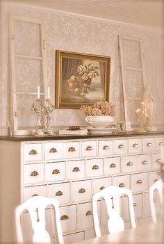 Sagolika sinnen: what a lovely piece of furniture for storage and organization!