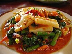 Stir-fried squid with roasted chili paste (pla meuk pad nam prik paw) - Recipe Petitchef