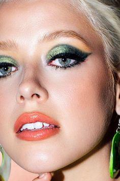 Gorgeous Makeup: Tips and Tricks With Eye Makeup and Eyeshadow – Makeup Design Ideas 70s Disco Makeup, Retro Makeup, 80s Eye Makeup, 80s Makeup Looks, Vintage Makeup Looks, Sixties Makeup, 1960s Makeup, Disco 70s, Glam Makeup Look