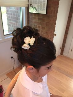The most beautiful hairstyles evenings for little girl Discover a beautiful collection of awesome evening hairstyles for little girls! Inspire you dear moms! Flower Girl Updo, Flower Girl Headpiece, Flower Girl Hairstyles, Little Girl Hairstyles, Flower Girls, Evening Hairstyles, Formal Hairstyles, Wedding Hairstyles, Simple Hairstyles