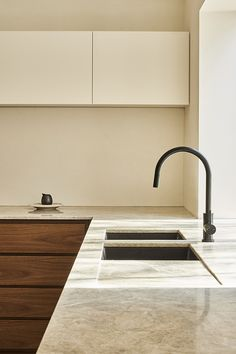 Quartzite natural stone from CDK to take centre stage. Paired with a porcelain splashback from Artedomu
