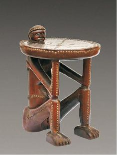 """Trône """"mbenza ya ngana"""" - Songo, Angola Trône : Cet objet est un trône mbenza ya ngana. Il est fait de vois, de laiton et de pigments. On l'a trouvé en Angola. Il mesure 74 cm de haut. Il se trouve au Musée Dapper. African Furniture, Afrique Art, Geometric Sculpture, African Sculptures, Art Premier, Sculpture Painting, Classical Art, Art Object, Tribal Art"""